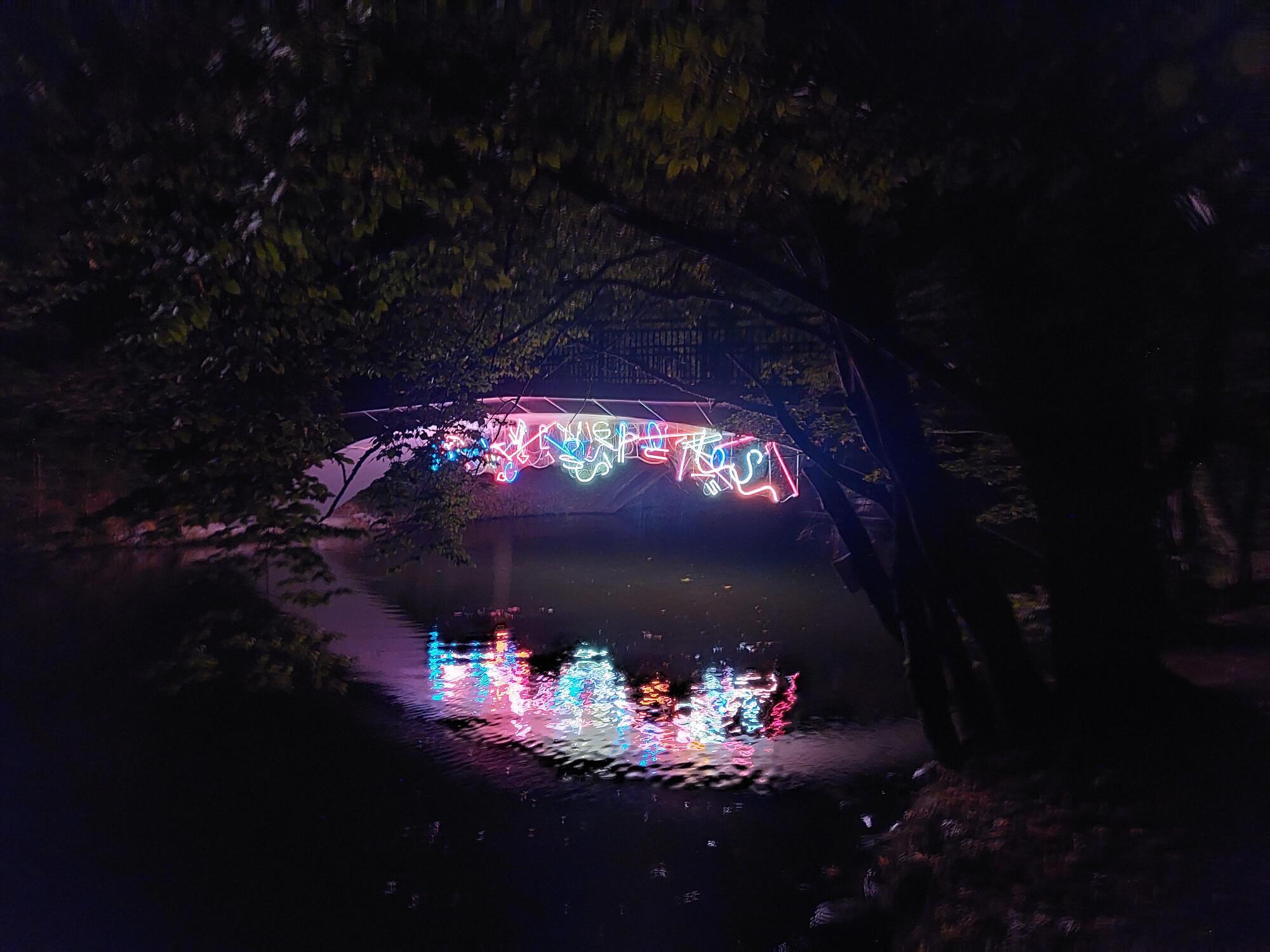 Noch eine beleuchtete Brücke